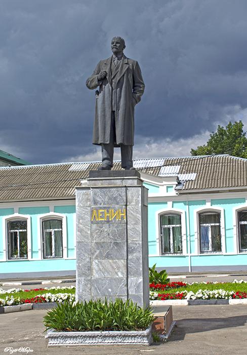 Памятник с сердцем Юрьев-Польский Мемориальный одиночный комплекс из двух видов гранитов Краснокамск